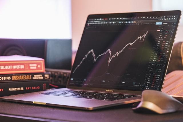 Køb aktier - 3 tips til at købe aktier