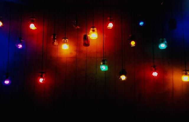 Indstil lyset som det passer dig med intelligent lysstyring